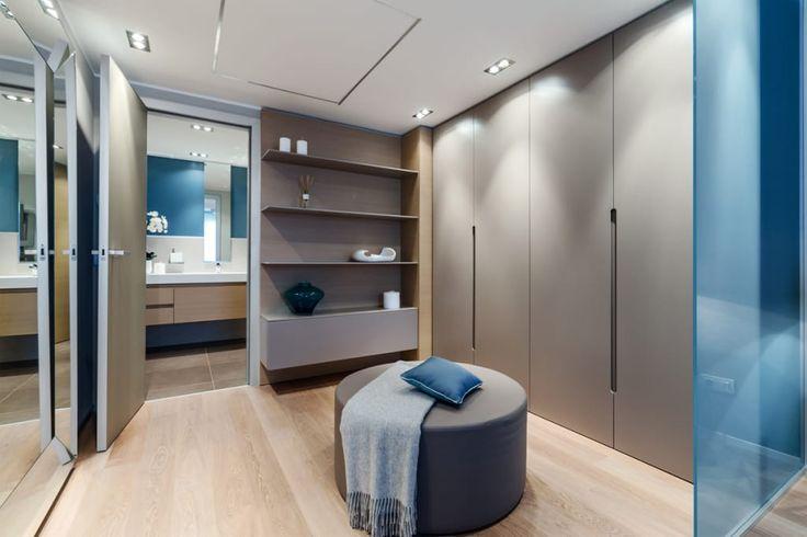 Foto di camera da letto in stile in stile moderno : la residenza estiva - design degli interni dell'apartamento sul cote d'azur | homify
