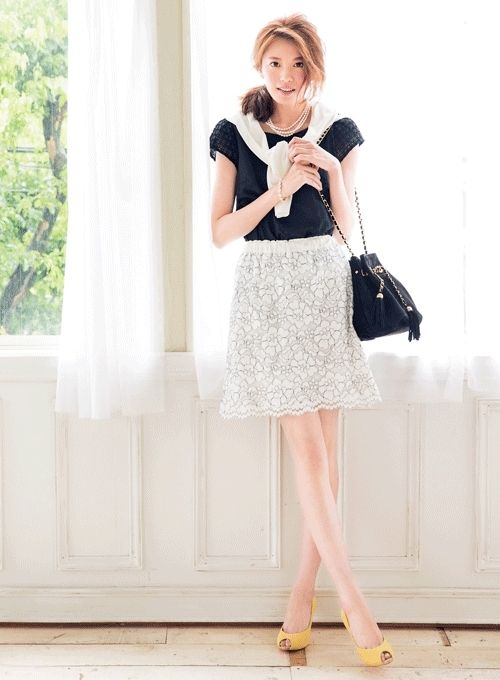 Feminine day 2: blouse with sheer sleeves × lace skirt