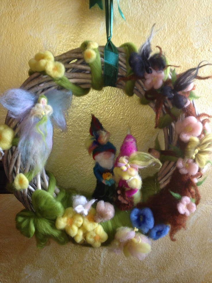 Il mondo della lana fiaba e cardata the world of fairy and carded wool: Corone stagionali, Wreaths of seasons