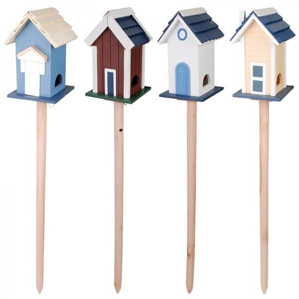 Fából készült, festett, leszúrható madárház.