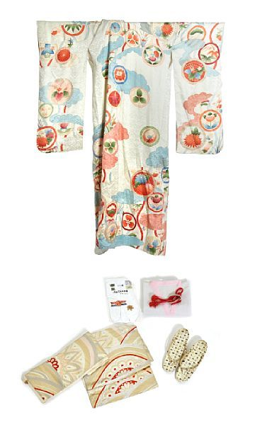 KIMONO  Japan. Light gray silk with multicolored pattern and embroidery in gold color.