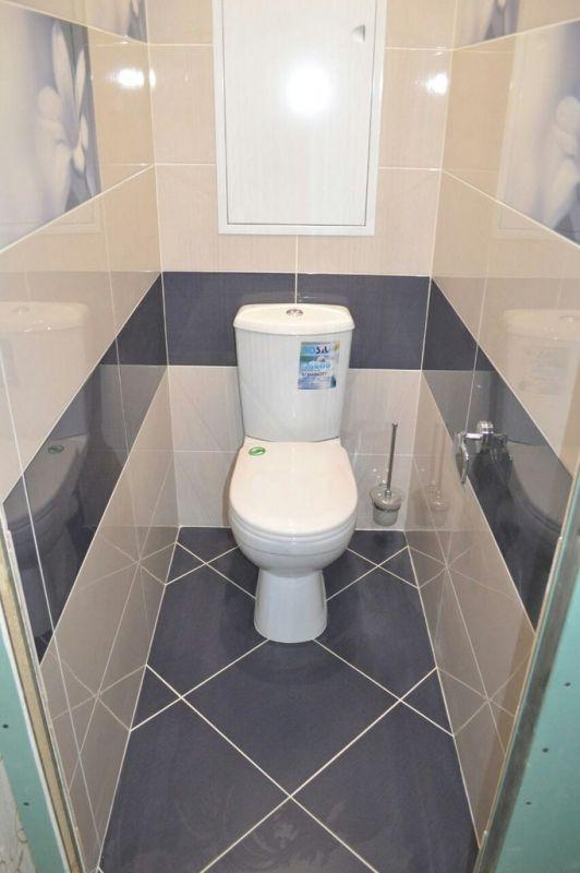 Бежевый туалет 1 кв.м. со вставками плитки с фотопечатью