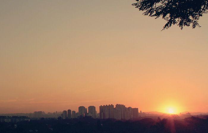 Praça pôr do sol  Localizada no Alto de Pinheiros, a praça tem uma vista linda da cidade sem a interferência de prédios. Perfeito para ir no final da tarde e admirar a paisagem. Endereço: Rua Desembargador Ferreira França, S/N, Alto De Pinheiros