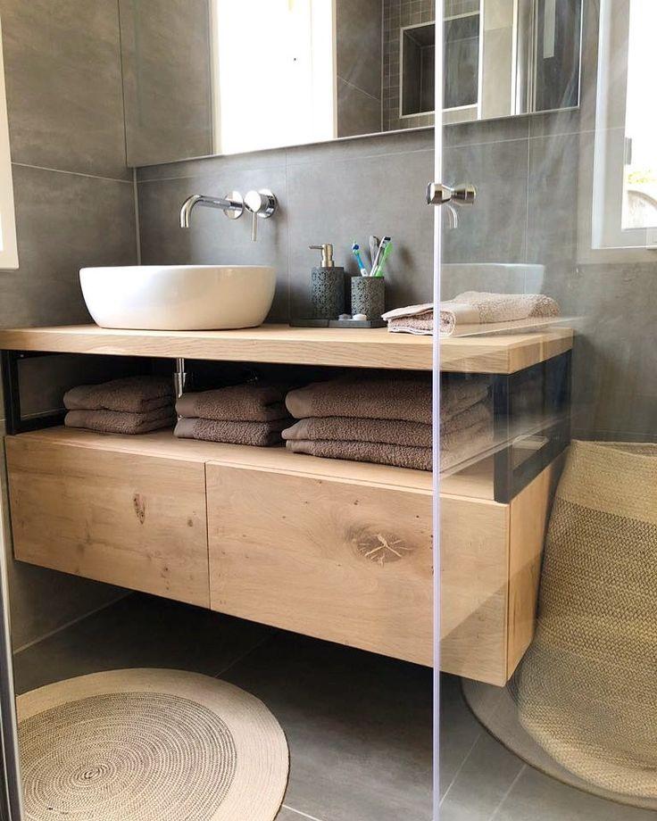 Industrielle Badezimmermöbel mit Eiche und Stahl.
