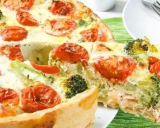 Quiche froide au saumon, brocolis et tomates spécial pique-nique : http://www.fourchette-et-bikini.fr/recettes/recettes-minceur/quiche-froide-au-saumon-brocolis-et-tomates-special-pique-nique.html