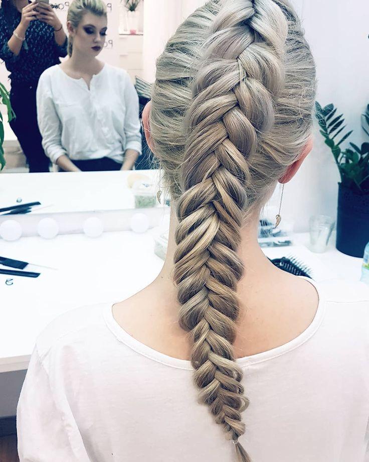 Pracę na dziś zakanczam oficjalnie tym oto klosem  I idę do domu... pracować dalej tyle że na kompie. Obiecałam sobie że w tym roku nauczę się odpoczywać bez wyrzutów sumienia... póki co idzie mi średnio  jakieś rady?  . . . #hairbyjul #hairbyjul #hair #hairstyle #hairstyles #hotd #instahair #hairideas #hairphoto #blonde #longhair #polishgirl #girl #model #instagood #instabraids #hairofig #hairofinstagram #braidideas #longhairdontcare #hairart #hairartist #hairstylist #hairstylistlife…