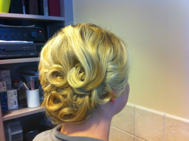17 Best Ideas About Wedding Hairstyles On Pinterest: 17 Best Ideas About Pin Curl Updo On Pinterest