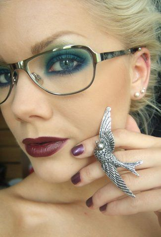 You can make eye makeup look good even with glasses... it just had to be intense makeup :D