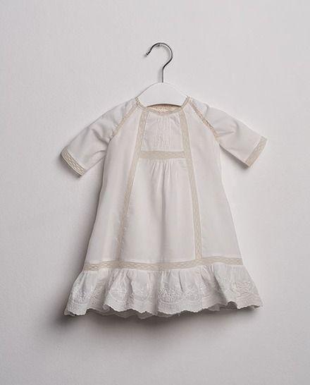 53a5b238d Faldón de bebé niño Sainte Claire de estilo medieval con bordados ...