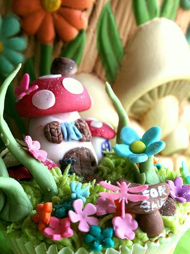 toadstool house cupcake - so amazing