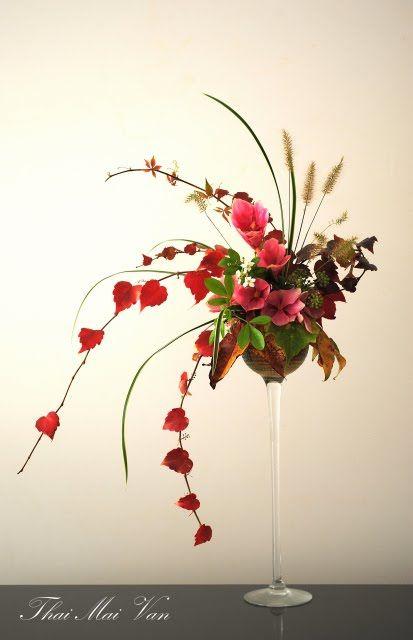 "Style libre ""Jiyuka"" - Art floral Ikebana Lovely mantle or buffet design.lr"