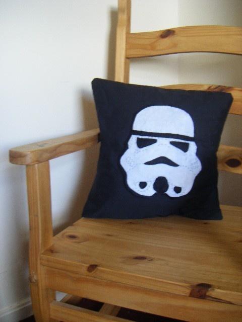 Stormtrooper pillow case & 399 best star wars craft ideas images on Pinterest | Star wars ... pillowsntoast.com