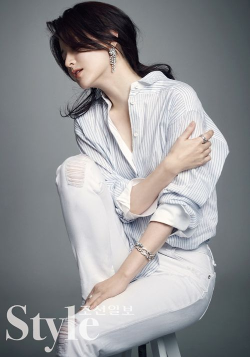 이영애 화보, 셔츠에 청바지만 입었을 뿐인데 : 뉴스 : 동아닷컴