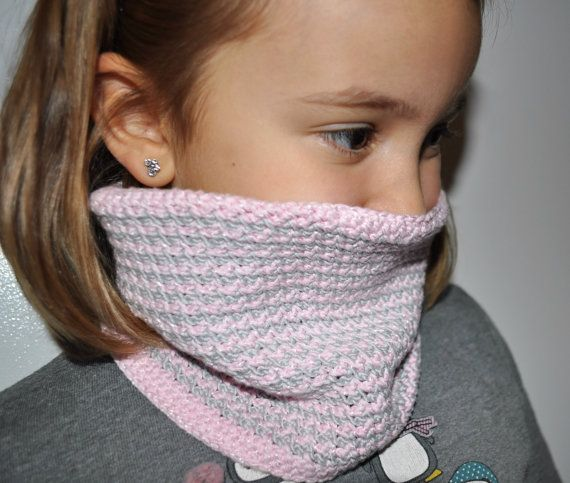 sciarpa ad anello grigia e rosa per di AlwaysLoveAffairs su Etsy