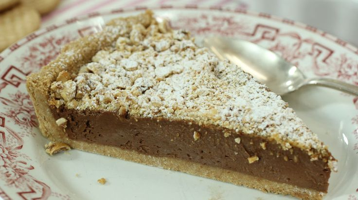 David de Jorge te enseña la receta de una tarta que hacía de niño y que tiene un pinta espectacular. La tarta 'tonta', como la llama el cocinero, está hecha con crema de chocolate y mascarpone sobre una base de galleta. ¡Qué pureza!