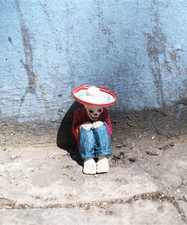 Miniature Street Art – Nouvelles créations d'Isaac Cordal http://restreet.altervista.org/gli-schiavi-del-cemento-di-isaac-crodal/