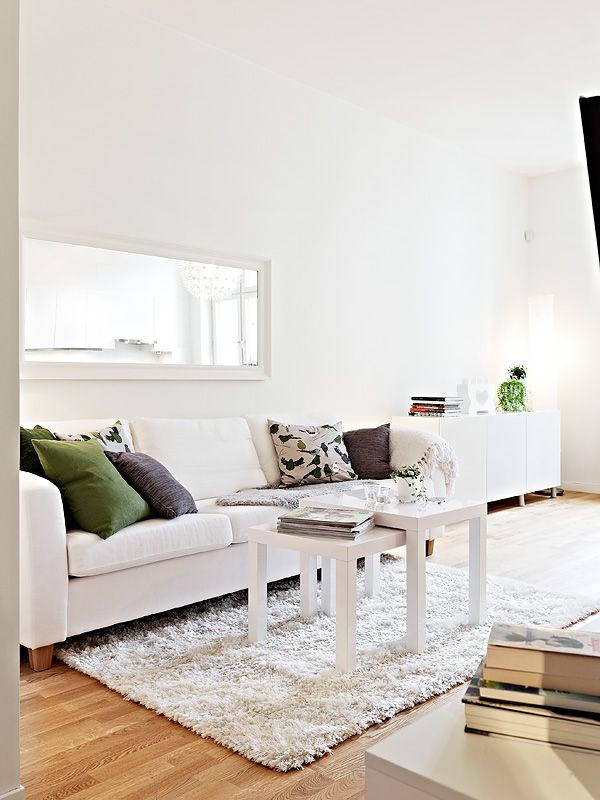 White and greens. [ From: http://eenigwonen.nl/lekker-lente-2-lente-kleuren-in-huis ]