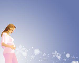 Maternidad plantilla de PowerPoint es una plantilla gratis con una mujer embarazada y un fondo azul claro