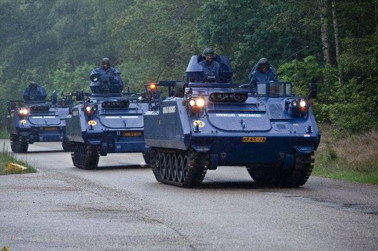 3 YPR's KMar tijdens de opleiding van YPR-chauffeurs.