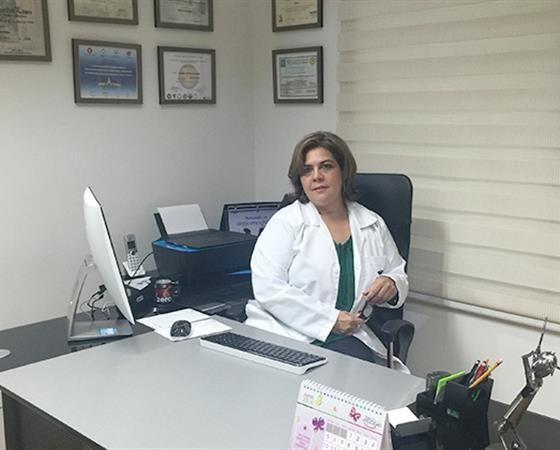 Carmen Lorena Castrellon Lopez médico cirujano egresada de la Universidad Autónoma de Puebla México. Especialidad en ginecología y obstetricia de la Universidad de Panamá. Fellow del American Congress de Ginecología y Obstetricia.  http://carmencastrellon.medicosdoc.com/