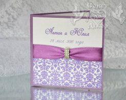 Свадебные приглашения с брошами. Фиолетовые.  Пригласительные ручной работы с брошами.