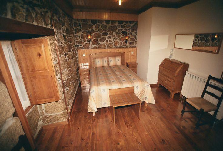 Um dos quartos da Casa T2, situada no Jardim da nossa propriedade.