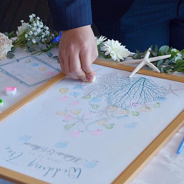 Instagram【siii_rc】さんの写真をピンしています。 《. ♡国内披露宴♡ ウェディングツリー💕 ゲストのみんなが作ってくれた世界に一つだけの結婚証明書です☺️❤️ . ここでも海モチーフを入れたくて、ツリーじゃなく珊瑚×スターフィッシュに🏖✨ スタンプも貝殻のものにしました😍💕 . #卒花 #卒花嫁 #プレ花嫁卒業 #横浜花嫁 #披露宴 #国内披露宴 #レストラン #レストランウェディング #カジュアルウェディング #ウェディングツリー #海がテーマ #海モチーフウェディング #marry #marry花嫁 #marry花嫁図鑑 #横浜 #みなとみらい #夜景 #ハマヨメ #日本中のプレ花嫁さんと繋がりたい #5cco_girlz #MUSE5cco #farnyレポ》