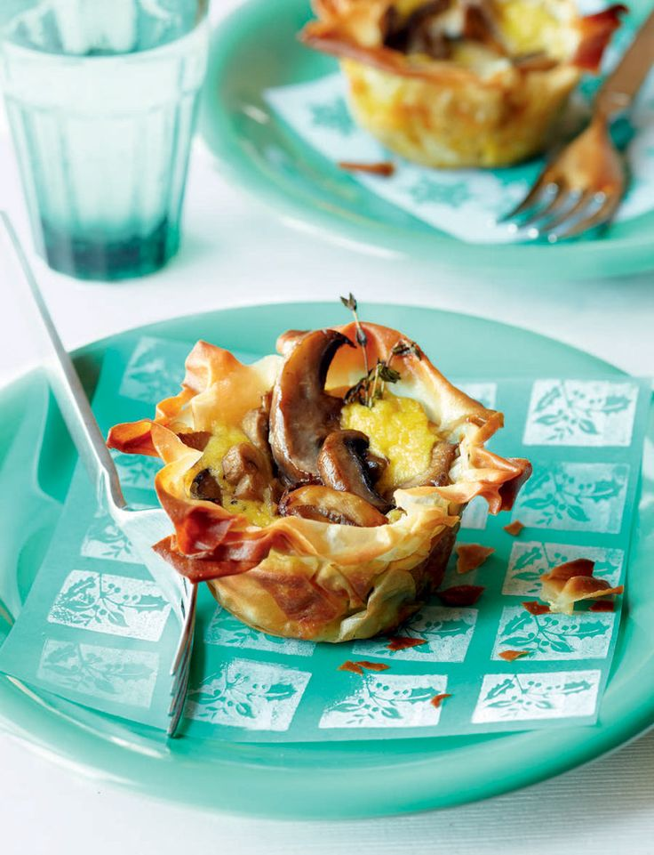 These creamy vegetarian mushroom tarts are great for a light lunch, as a starter, or as part of a buffet.