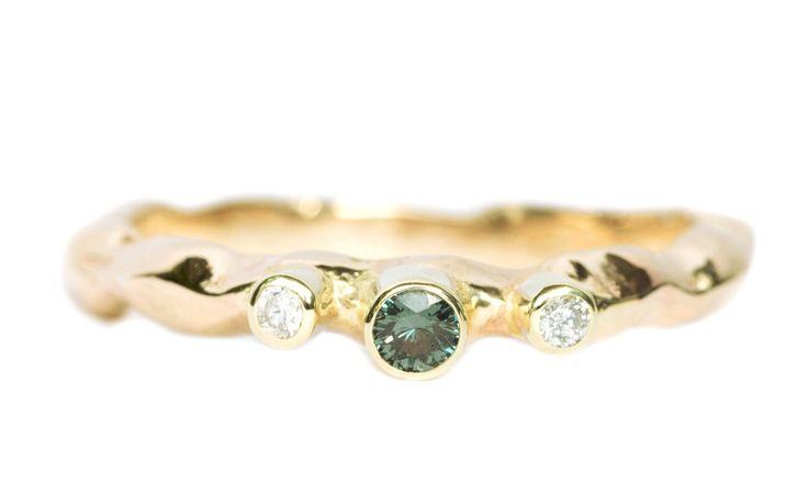 Gouden ring met diamantjes en granaat   Handgemaakt & Fairtrade   Nanini Jewelry   Handgemaakte Fairtrade Sieraden   Amsterdam