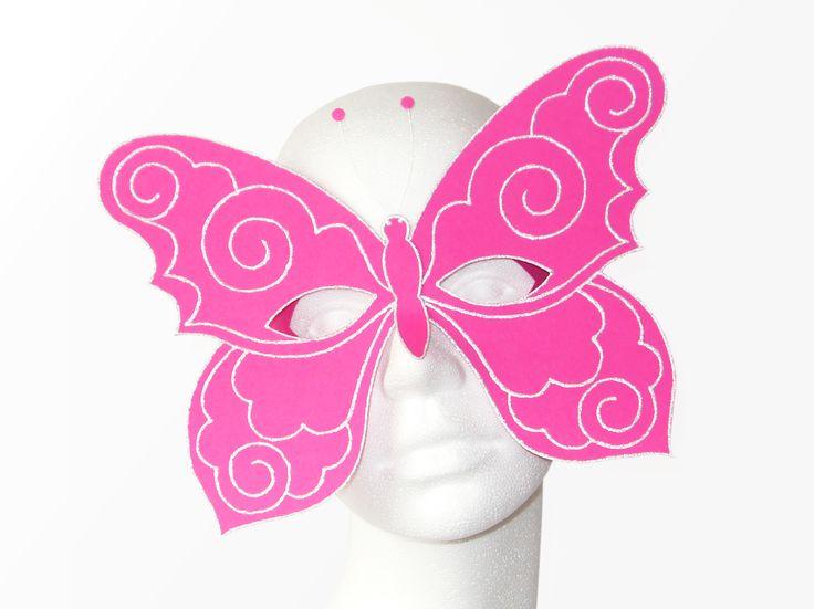 Maske aus Fotokarton, mit Glitter-Liner dekoriert. Vorlagen und Anleitung gibt es hier: https://www.crazypatterns.net/de/items/6174/maske-schmetterling-0-4-bastelvorlage-mit-anleitung