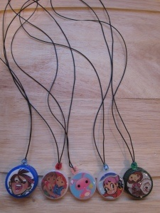Christmas ornaments or kid necklaces... use plastic bottle caps, images, mod podge, diamond glaze and some hot glue
