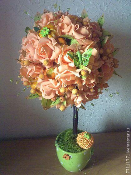 топиарий с тыквами,  розами и мандаринами. Этот мандариновый топиарий символизирует на востоке богатство и процветание и приносит своему владельцу солнечное настроение и позитивное отношение к жизни.Работа подойдет в качестве подарка как мужчине ,так и женщине.