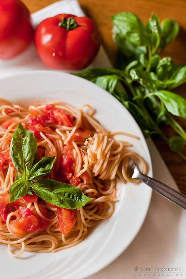 Easy Spaghetti With Tomato Sauce Recipe — Dishmaps