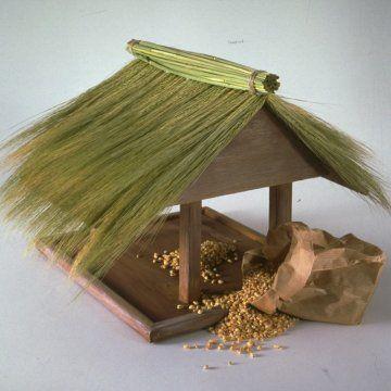 ... mangeoire cabane à oiseaux en bois une mangeoire cabane à oiseaux en