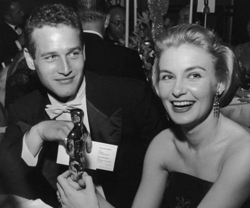 Joanne Woodward showed off her Oscar statue with husband Paul Newman by her side at the Governor's Ball in 1958