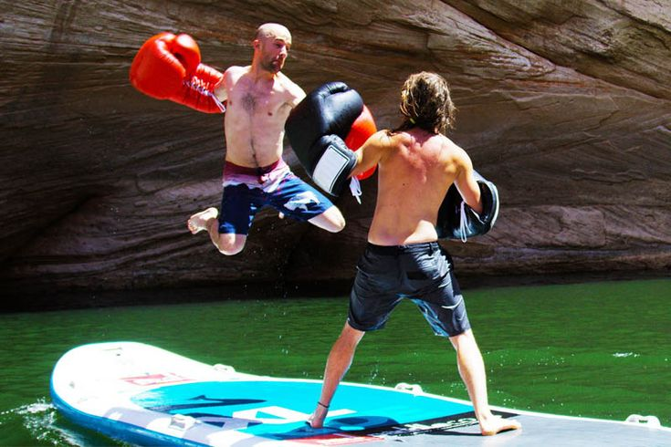 Бокс на доске для серфинга https://mensby.com/video/entertainment/7257-boxing-on-surfboard  Большой бокс на большой доске для серфинга. Противостояние двух бойцов на движущейся доске для серфинга. Противостояние мужчин и противостояние бойцов девушек.