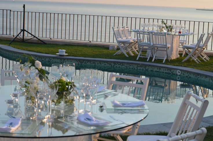 wedding decor table seating white theme wedding by the sea  #villasaopaulo #weddingvenue #weddingportugal свадьба за границей