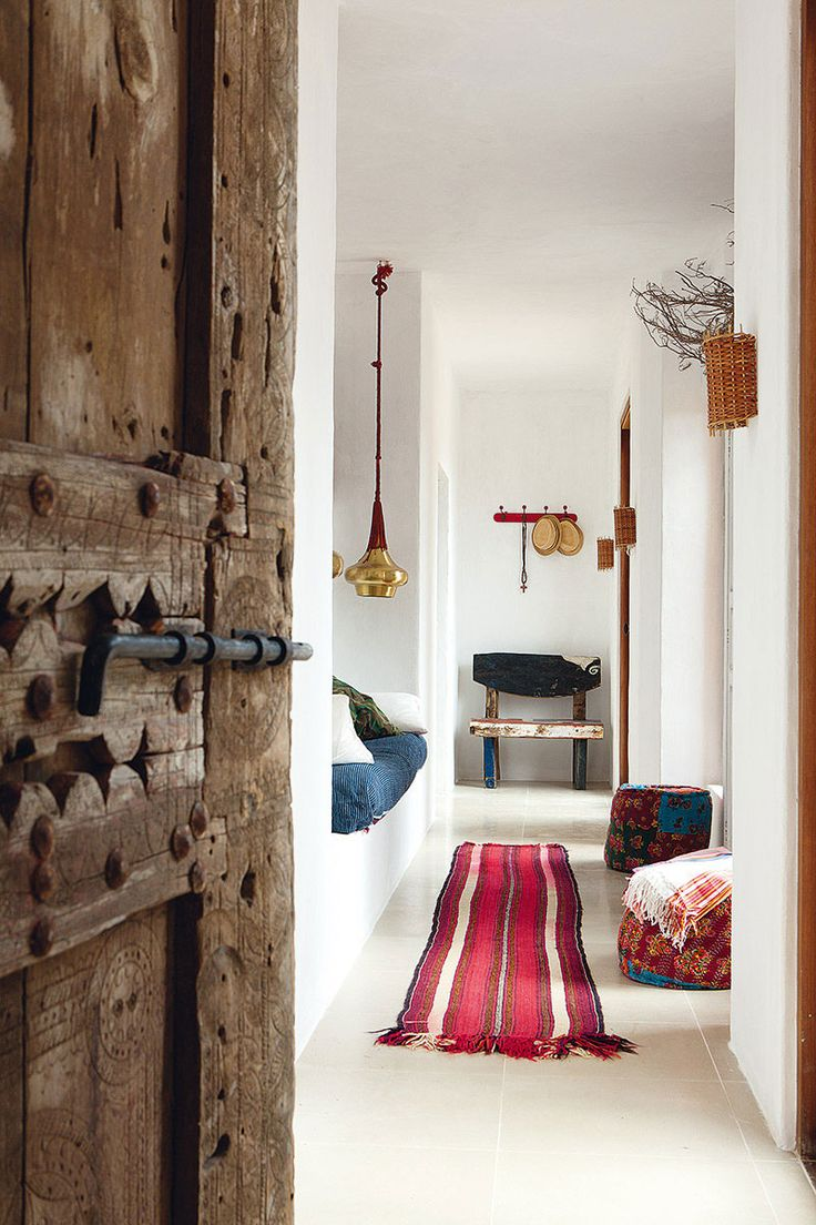 jestcafe-Balearic Islands. Balearic homes are rustic, natural and beautiful. Their white terra-cotta walls bring a lot of light and opportunities for furniture and decor to shine. Click on the link to get inspired by these decor.