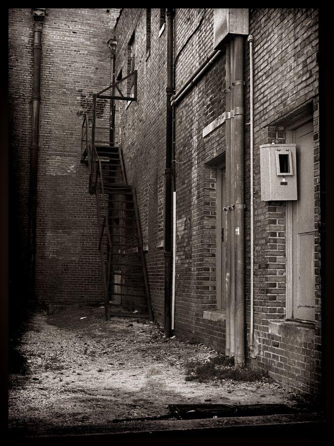 Dark Alley | Bronica ETRS 6x4.5 -Tmax 400 | Bobby Kulik