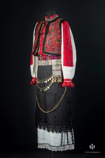 Tinutul Padurenilor. Romanian embroidery/textiles