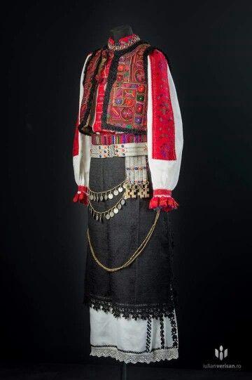 Tinutul Padurenilor. Romanian embroidery/textiles