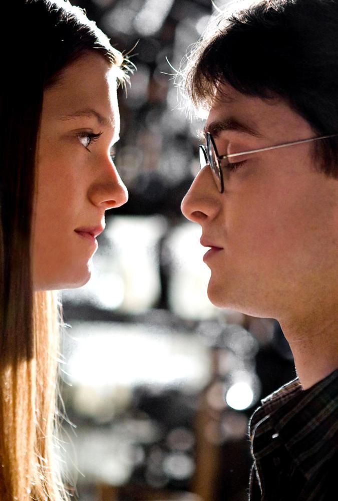 HARRY POTTER AND THE HALF-BLOOD PRINCE, from left: Bonnie Wright, Daniel Radcliffe, 2009. ©Warner Bros.