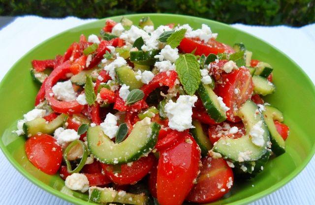 komkommer, tomaat en zoete paprika met feta