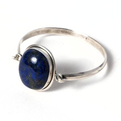 Brățară nepaleză rigidă, argint și lapis lazuli  #metaphora #silverjewelry #silverjewellery #nepal #bracelet #lapislazuli