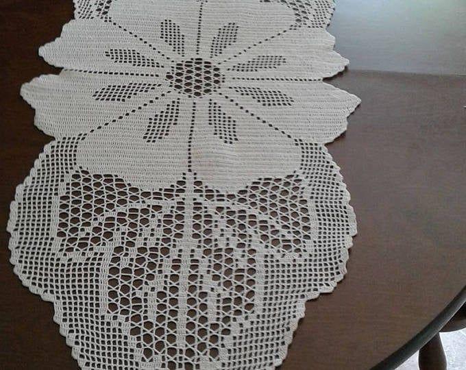 Vintage Crochet PATTERN Flower Cutwork Runner Mat Motif