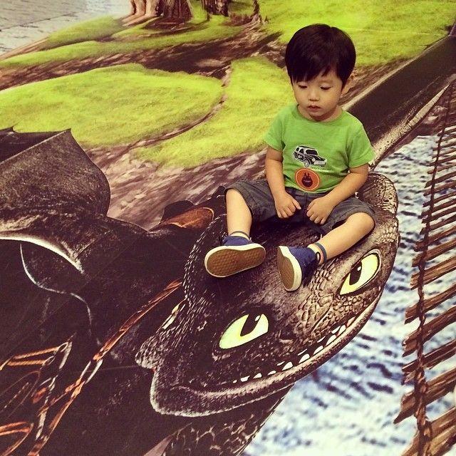 Look! #Jesper & Toothless!