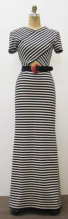 #Longdressonline #bollywoodwesterndresssale #Stylishlongdressforgirl #onlinewesterndress # Maharani Designer Boutique  To buy it click on this link :  http://maharanidesigner.com/Anarkali-Dresses-Online/western-dresses/ Rs.7500. For any more information contact on WhatsApp or call 8699101094 Website www.maharanidesigner.com  Maharani Designer Boutique's photo.