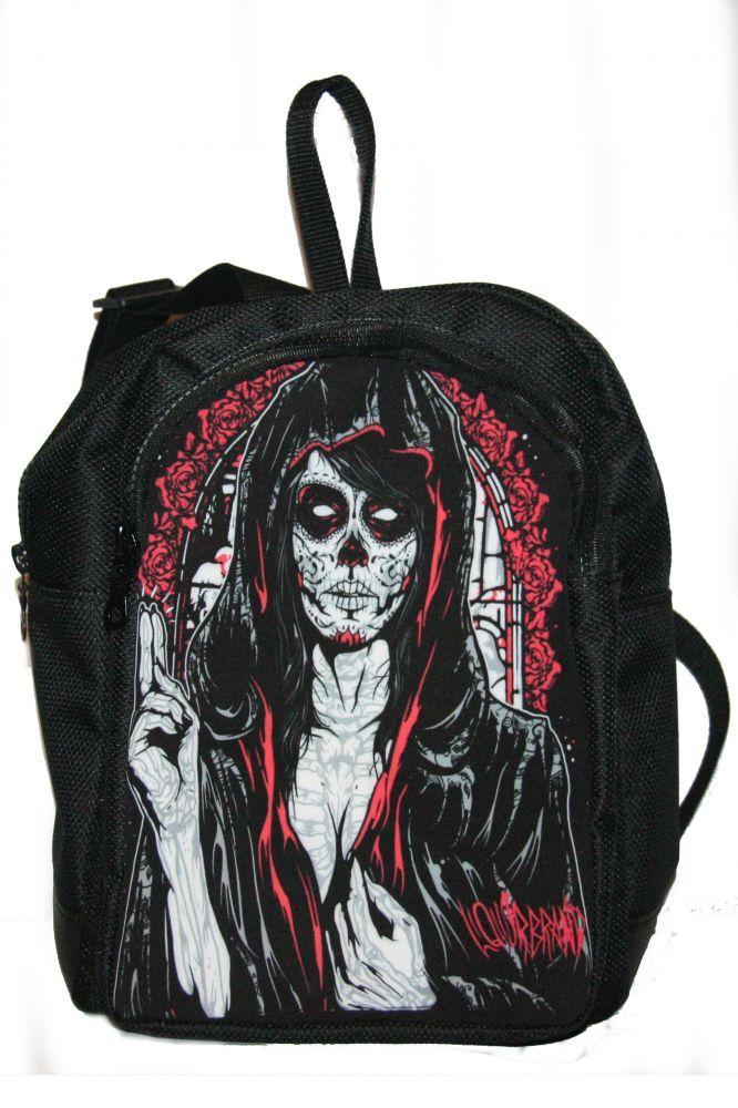 Hátitáska, hátizsák, tetovált arcú nő