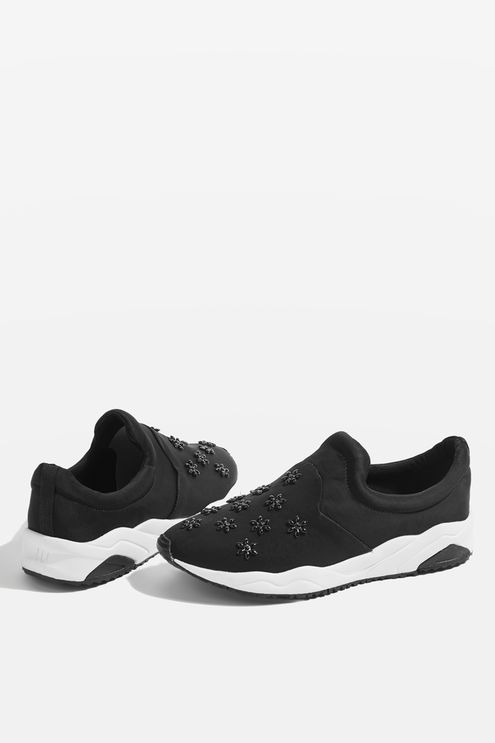 Look fresh in and out of the gym with our neoprene slip on trainers. Designed