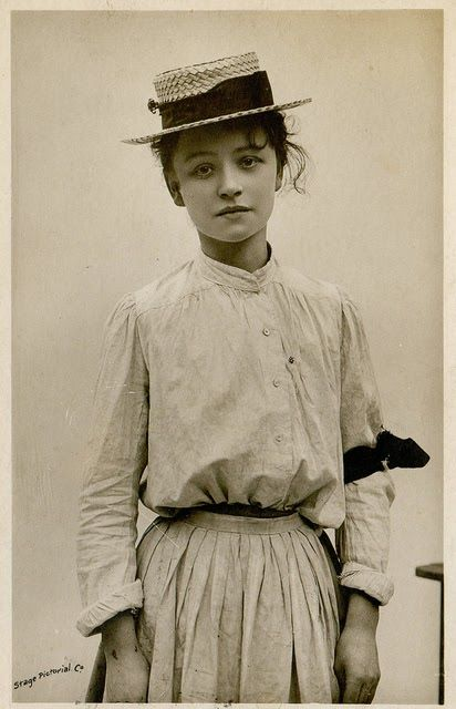 1906 Postcard Of English Actress Hilda Trevelyan (1877-1959)